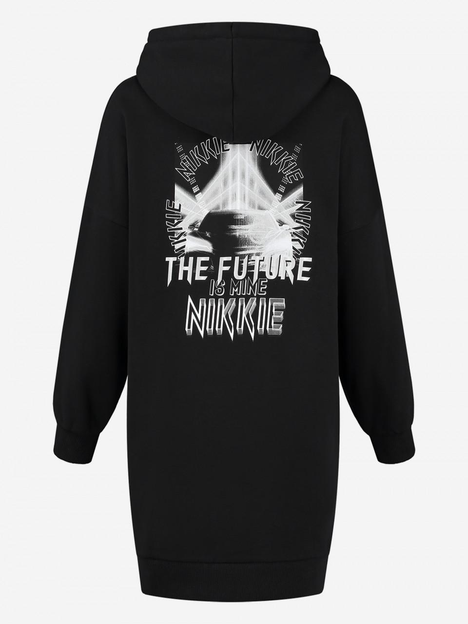 NIKKIE SWEATER JURK MET ARTWORK NIKKIE FUTURE CAR HOODIE DRESS