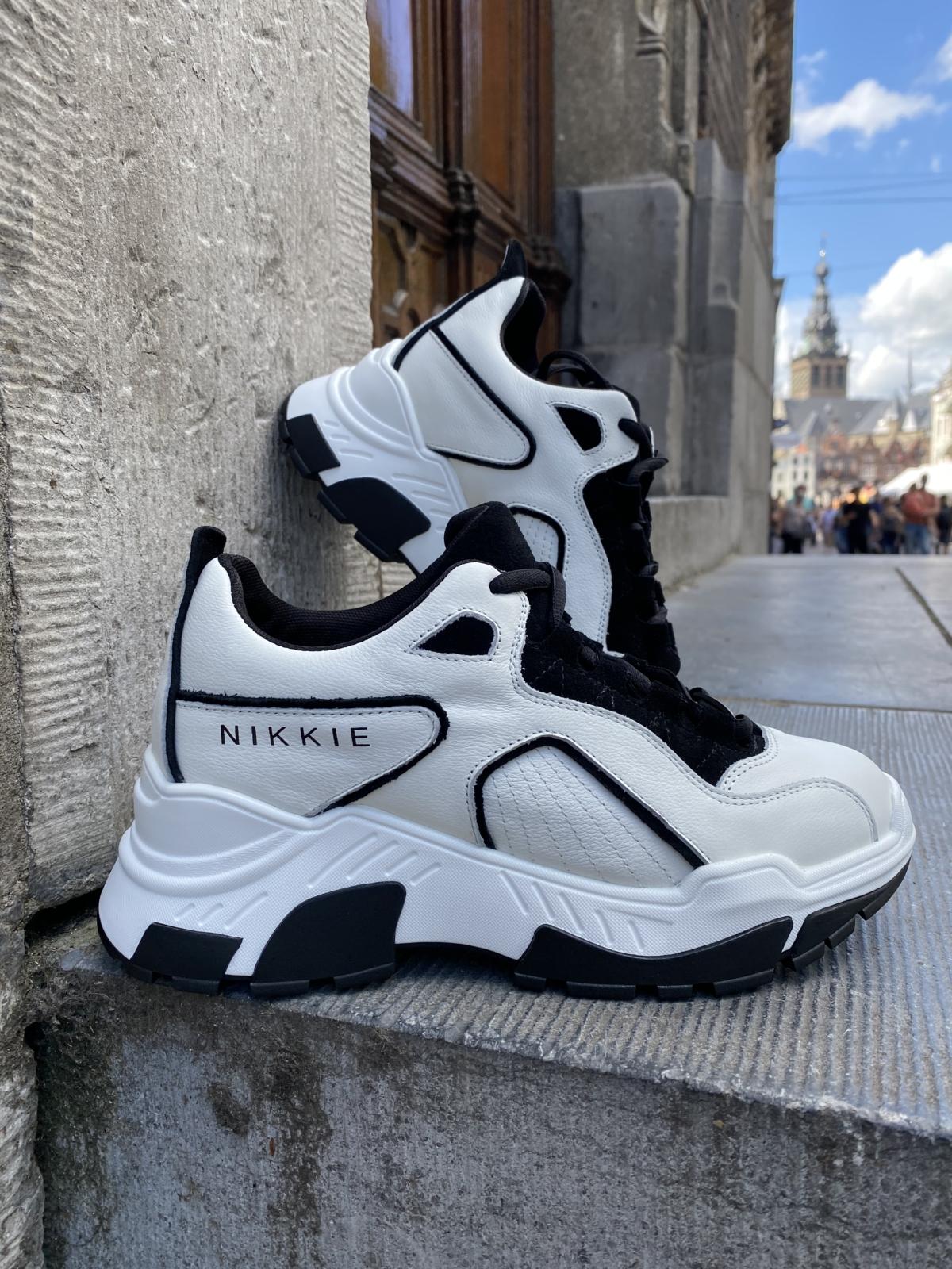 Nikkie sneakers 👟white / BLACK New