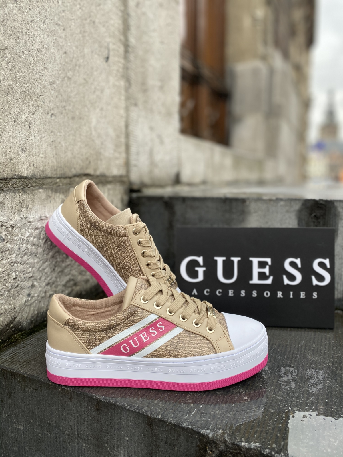 Guess sneakers 👟 New